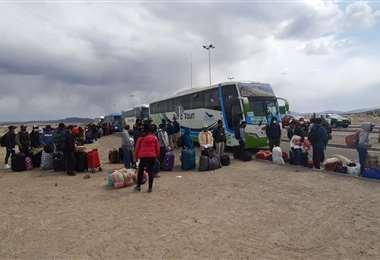 Bolivianos que llegaron a la frontera (Foto:Emilio Castillo)