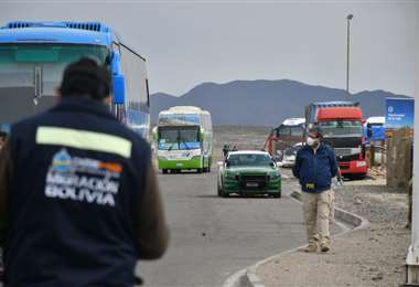 Migración busca a camionero con Covid-19