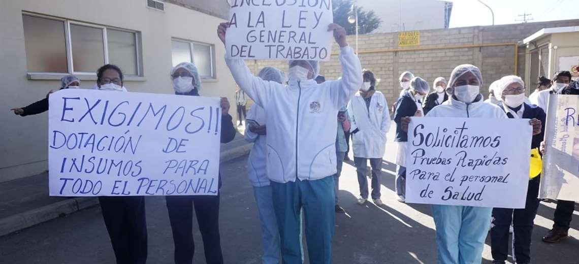 Suman las protestas en El Alto y Santa Cruz por mejores condiciones para el  personal de salud | EL DEBER
