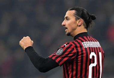 Ibrahimovic firmó con el Milán por una temporada