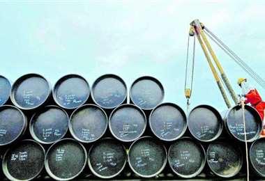 La capacidad de almacenamiento de crudo está abordo del colapso