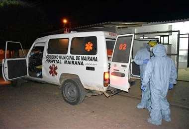 El personal médico de Mariana realiza la desinfección de los que llegan hasta este centro. Foto: Juan Carlos Aguilar