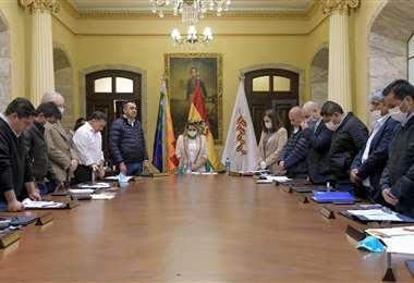 El inicio de la reunión en Palacio Quemado I Foto: Twitter.