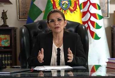 La mandataria anunció que la cuarentena se extiende en Bolivia. Foto APG