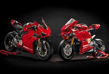 Ducati Panigale V4 R y el modelo Lego (Foto: Internet)