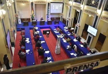 Los senadores sancionaron la ley de postergación de elecciones (Foto: APG noticias)