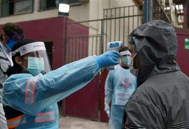 Las medidas de prevención contra el coronavirus se intensifican en el departamento cruceño. Foto: Ricardo Montero