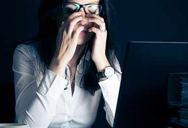 Muchas horas frente a la pantalla de la computadora provocan daños oculares
