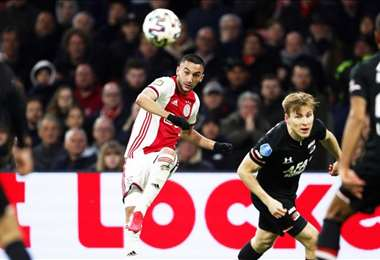 El Ajax y el AZ lideran el campeonato holandés con 56 puntos en 25 juegos. Foto: Internet