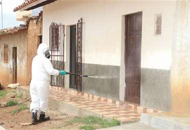 la Gobernación y YPFB comenzaron las tareas de desinfección en el municipio del departamento