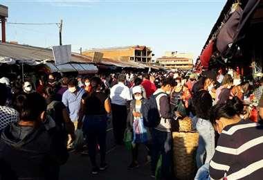 Este era el panorama en los mercados de Montero esta jornada, día designado para abastecimiento para una semana de cuarentena total. Foto: Demetrio Jiménez