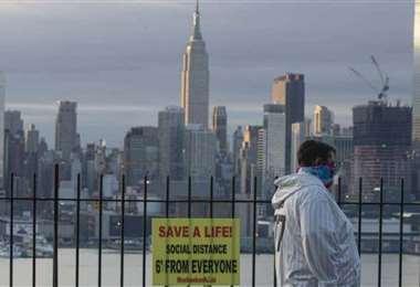 Los muertos siguen subiendo en Nueva York, pero las hospitalizaciones bajan