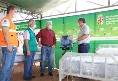 El gobernador Rubén Costas realiza la entrega del equipamiento
