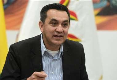 Yerko Núñez, ministro de la Presidencia pidió disculpas por llevar una pasajera en el avión de la FAB