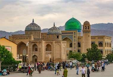 Plaza de Registan, en la ciudad de Juyand (Tayikistán). Foto Internet