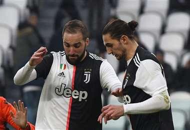Higuain (izq.) y Rabiot son esperados por la Juventus en Italia. Foto: Internet