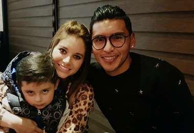 Rudy Cardozo junto a su esposa Karen Canelas y su hijo Adriano. Foto Rudy Cardozo