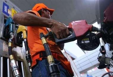 El consumo de gasolina cayó por la cuarentena de vive el país