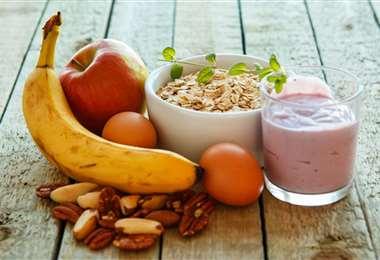 Lácteos, cereal y leche en el desayuno ideal
