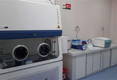 Laboratorio para analizar muestras de Covid-19 en Tarija