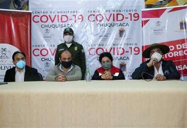 El ministro de deportes Milton Navarro, el embajador Mohamed Mostajo, la alcaldesa de Sucre, Rosario López y el gobernador Efraín Balderas