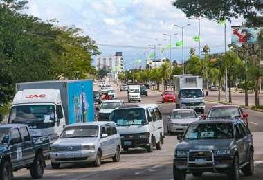 Intenso movimiento de vehículos pese a la cuarentena. Foto: Jorge Uechi