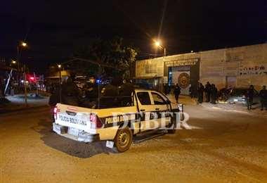 La Policía intervino el motín en el penal cruceño. Foto Jorge Ibáñez