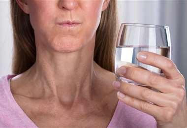 las gárgaras con bicarbonato de sodio ayudan a frenar el dolor de garganta