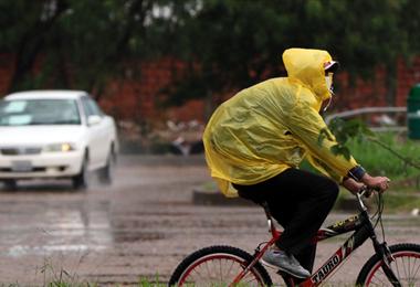 Las calles de Santa Cruz quedaron anegadas después de varias horas de lluvias. Foto. Ricardo Montero