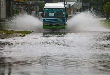 La torrencial lluvia ha anegado algunas calles /Foto: Jorge Uechi