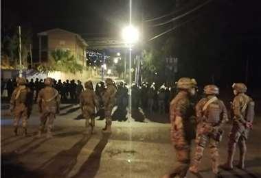 Militares y policías se desplazaron hasta la Zona Sur | Foto: Humberto Ayllon