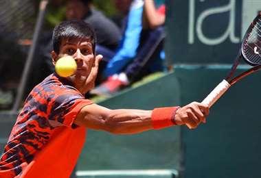 Federico Zeballos en uno de sus partidos de la Copa Davis. Foto: Internet