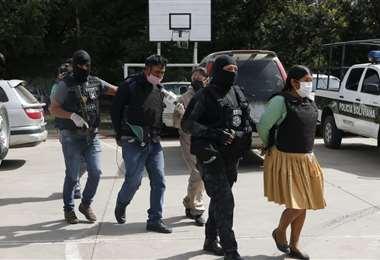 La Policía escolta a los aprehendidos (Foto: David Flores / APG Noticias)