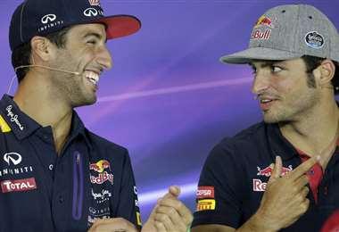 Daniel Ricciardo (izq.) y Carlos Sainz correrán en una nueva escudería. Foto: Internet