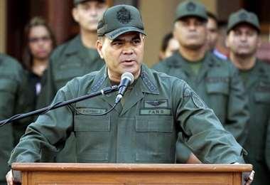 Padrino López informa sobre la incursión foránea. Foto Internet