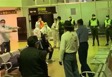 Personal del Sedes explicó a los pasajeros que la cuarentena deberán pasarla en Santa Cruz
