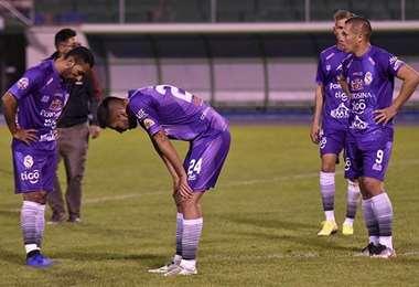 Jugadores de Real Potosí tras el empate ante Royal Pari en el torneo Apertura 2020. Foto: APG