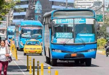 El transporte público se alista para trabajar en Ecuador. Foto El Comercio