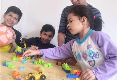 Las familias aprovechan el tiempo en casa para hacer diferentes actividades