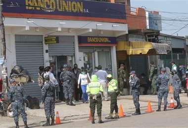 Entidades financieras pagan los bonos.  Foto: Jorge Ibáñez