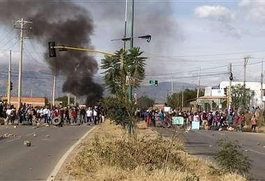 Este es uno de los puntos de bloqueo en Cochabamba. Foto: Humberto Aillón
