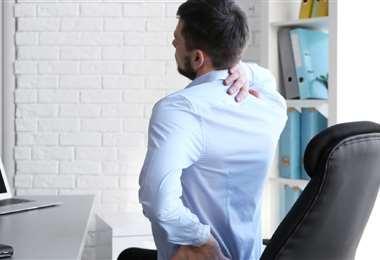 La mala postura provoca molestias en cuello y espalda