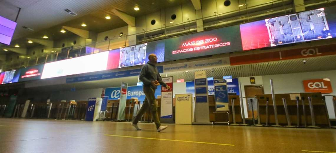 El aeropuerto de Viru Viru recibe poco flujo de pasajeros /Jorge Ibañez