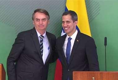 Bolsonaro apoya al líder opositor venezolano Juan Guaidó. Foto Internet