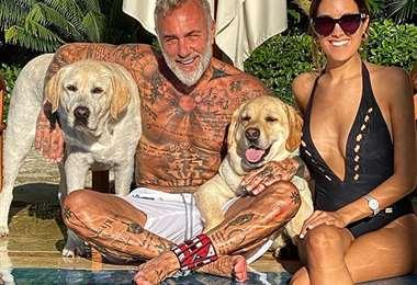 Gianluca Vacchi acompañado de Sharon Fonseca y sus mascotas