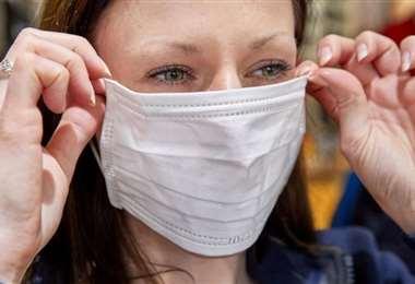 Los barbijos reducen en gran medida el contagio del coronavirus. Foto Internet