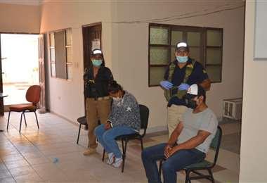 La pareja fue cautelada en el juzgado de Pailón (Foto: HUBER VACA)
