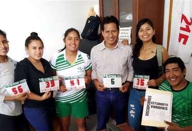 Juan Yucra también entrena a atletas para pedestres y maratones