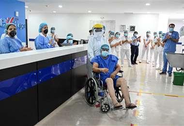 Un paciente de 60 años que enfermó de coronavirus es dado de alta de una clínica de Cali (Colombia)