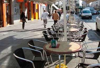 Cauto regreso a la mesa en los restaurantes y cafés